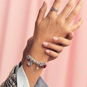 1条手链+2个串珠=£99 变相8折Pandora官网  精美串珠、手链自选搭配 收毕业吊坠