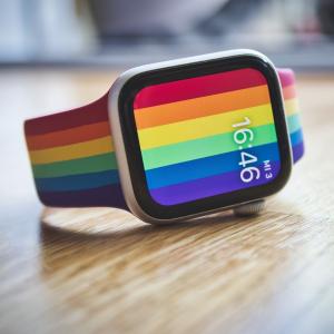 €49拿下彩虹限定款表带Apple Pride Month 限定彩虹表带上市 还有NIKE联名彩虹款