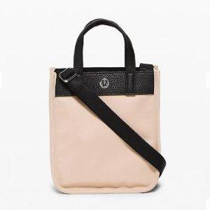 钱包低至$19+包邮lululemon 配饰也优秀 粉色小托特$39 收柔软粉色披肩