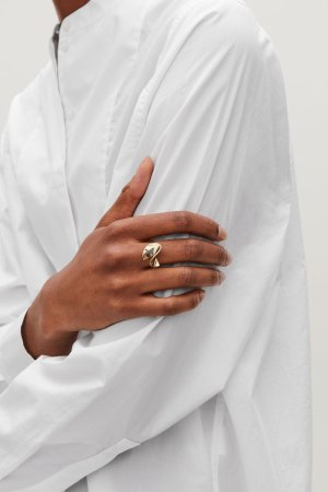 RING WITH CURVED DISC - Gold - Jewellery - COS