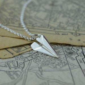 Lily charmed纸飞机项链