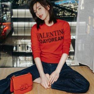 8.5折 收杨幂同款高跟鞋Valentino 精选大促 收新款包包、铆钉鞋、小白鞋
