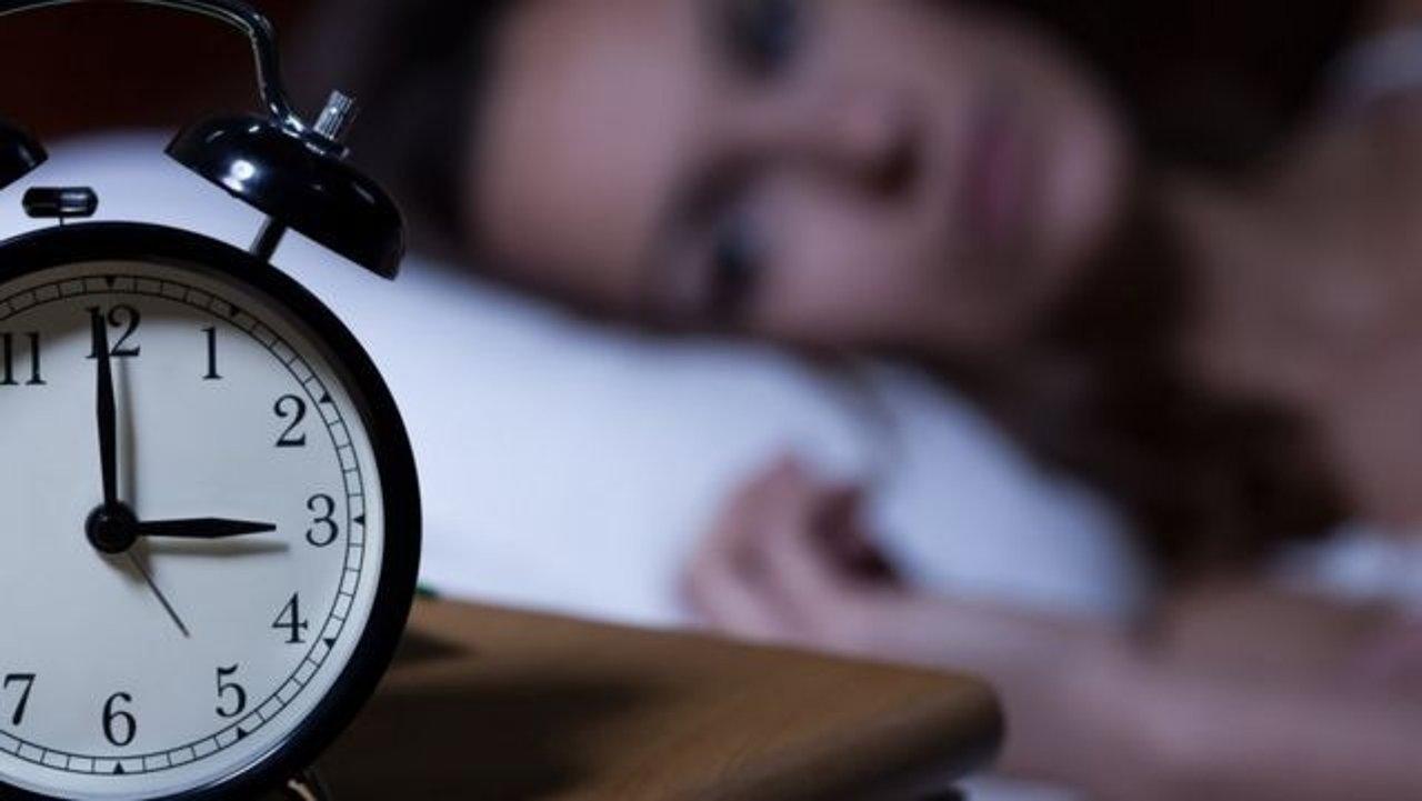 新冠失眠:疫情影响睡眠质量的原因和应对方法