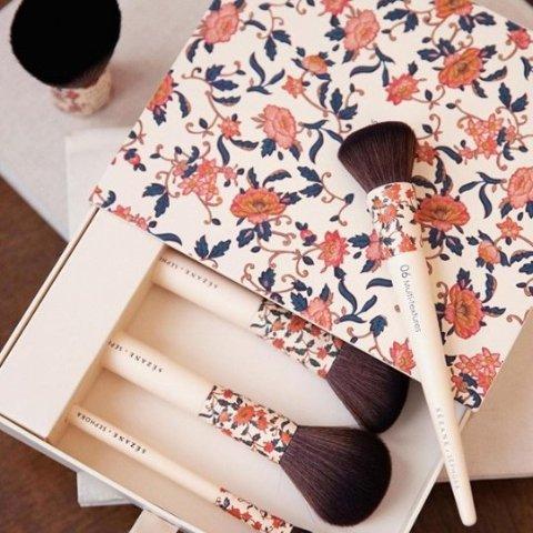 满€60享7.5折 €29收礼盒装闪购:Sephora × Sezane联名化妆刷热卖 复古可爱毛质超棒