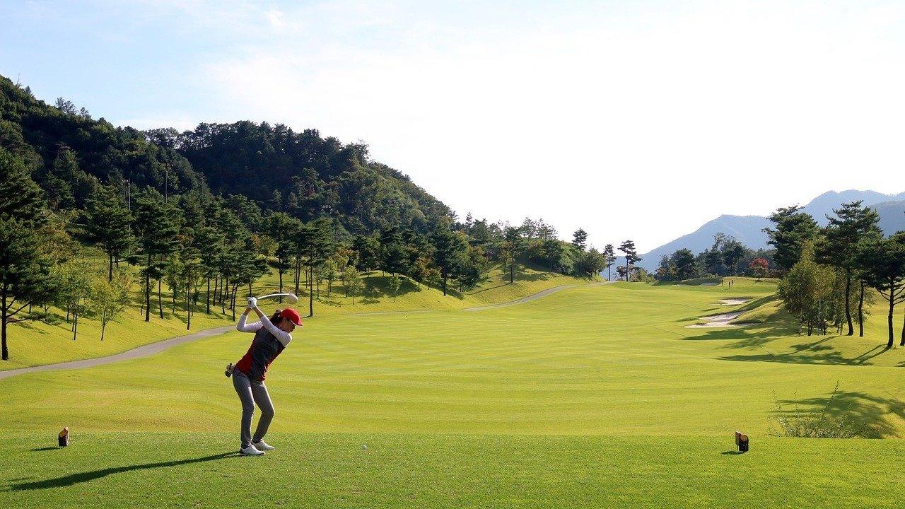 高尔夫新手必看!高尔夫这项高端运动到底是怎样的?