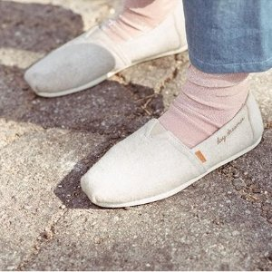 Today Only: $20 OffFull-Price Items @ TOMS