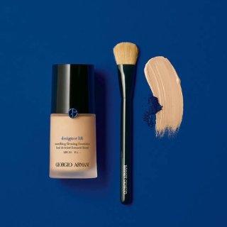 $67阿玛尼 蓝标粉底液欧美上市 打造丝缎光泽肌