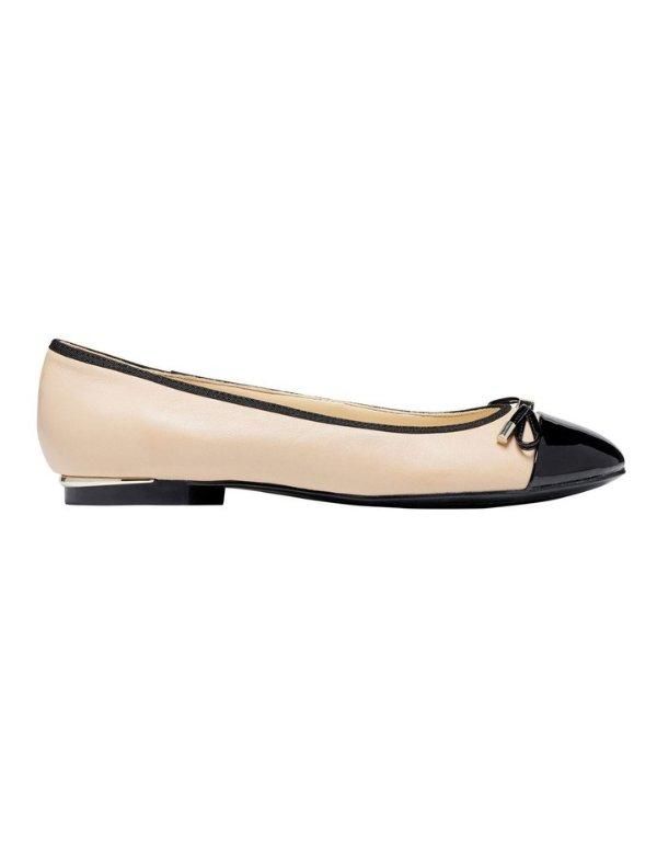 Synthia平底鞋