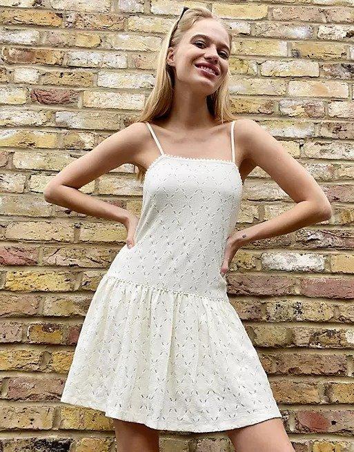 吊带小白裙
