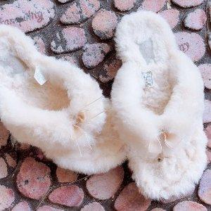€63.86收封面茸毛人字拖UGG官网 低至7折+限时额外9折 收冬季必备雪地靴 时尚又保暖