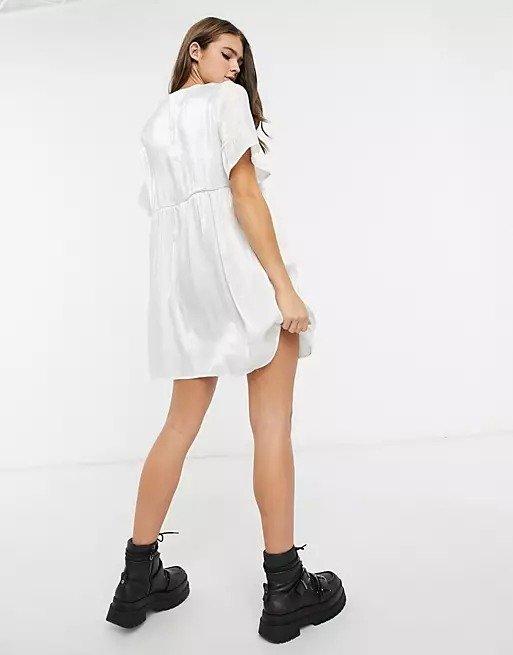 缎面小白裙