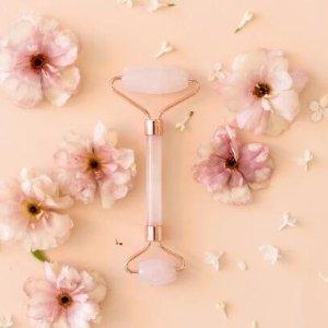 $38包邮即将截止:玫瑰石英美颜按摩滚轮 娘娘们的美容法宝