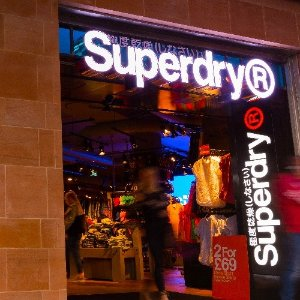 白菜价收T恤,被税可得£15代金券Superdry 服饰7.8折精选 来自英国街头的东瀛风潮