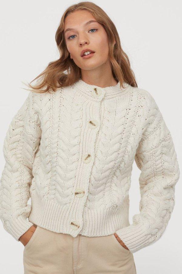 白色针织衫外套