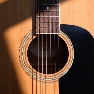 入门怎么选 $18起掌握一种乐器零基础易学乐器Top榜 尤克里里 吉他 电子琴 哨笛 架子鼓