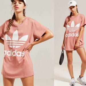 Adidas到处断货爆款豆沙粉色T恤