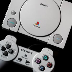 现价 £49.99(原价£89.99)Sony PlayStation Classic 复刻版主机特卖
