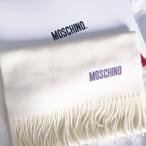 低至4折 £38收纯色羊毛Logo围巾Moschino 围巾、丝巾折上折热卖 温暖时尚好造型