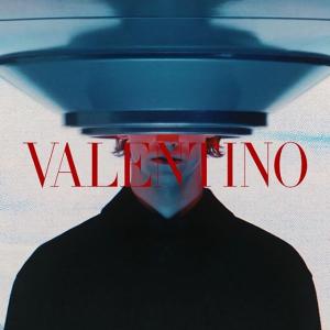 低至4折 £356起收小白鞋Valentino 全场美包美鞋配饰大促 铆钉高跟鞋、手提包、小白鞋都有