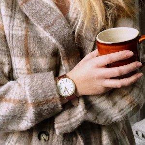 £75.65(原价£89)附赠黑色表带Adexe London 英伦轻奢 玫瑰金表盘棕色表带手表