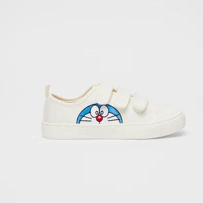联名款运动鞋