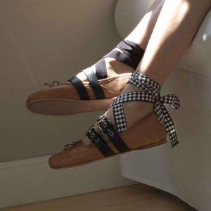低至5折+额外8折 网红袜子鞋$200+Miu Miu 精选美包,美鞋热卖 收经典芭蕾鞋