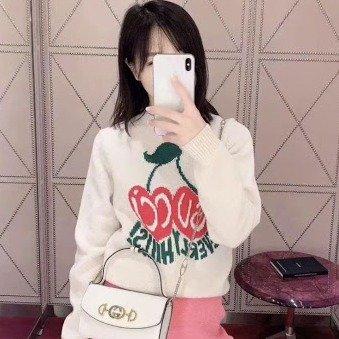 樱桃羊毛毛衣
