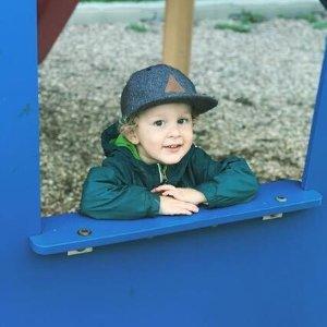 4.5折起 可爱小恐龙外套$37Columbia 儿童区 喜欢踩水坑的小可爱们 防风防雨夹克