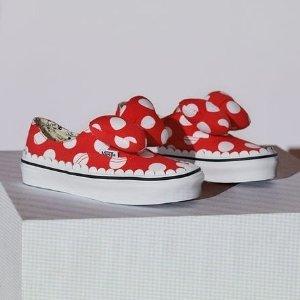 $45收蝴蝶结拖鞋啦Vans X Disney 最新联名服饰鞋履萌翻眼球,蝴蝶结波点鞋可爱哭