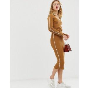 焦糖色针织裙套装
