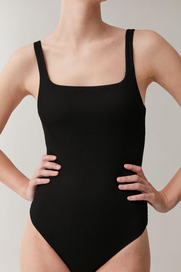 黑色连体泳衣