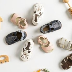 低至3折 收光脚感学步鞋圣诞送什么:Robeez 全场婴儿学步鞋及服饰热卖  学步鞋$16 公主裙$7.49