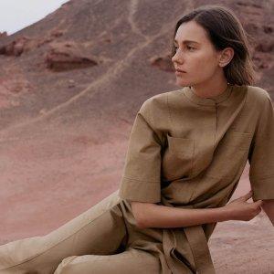 新款9折 简约V领T恤£22上新:COS 春季新装惊艳上市 收初春最佳外套、连衣裙、开衫
