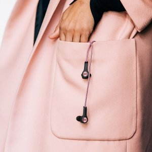 粉色款€58就收 高颜值+高音质Bang & Olufsen 蓝牙耳机 5小时续航 超高颜值 仙女必备