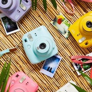 2.5折起 相机套装仅£85(价值£159)折扣升级:UO 拍立得相机专场  Instax™ Mini 9相机套装、水下相机上新