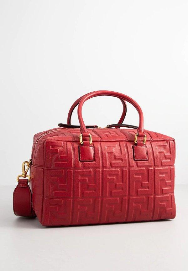 红色logo手提包