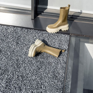 3折起  £45收系带踝靴Charles & Keith官网 秋冬靴子专场热卖 珍珠气质款美靴必入