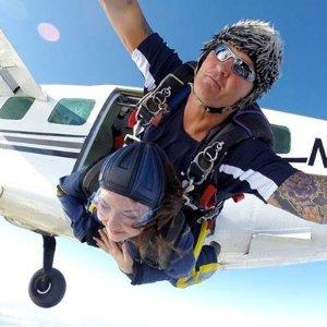 低至4折起 直升机体验£39Buyagift 跳伞、蹦极、浪漫热气球 夏日飞行体验 俯瞰全景
