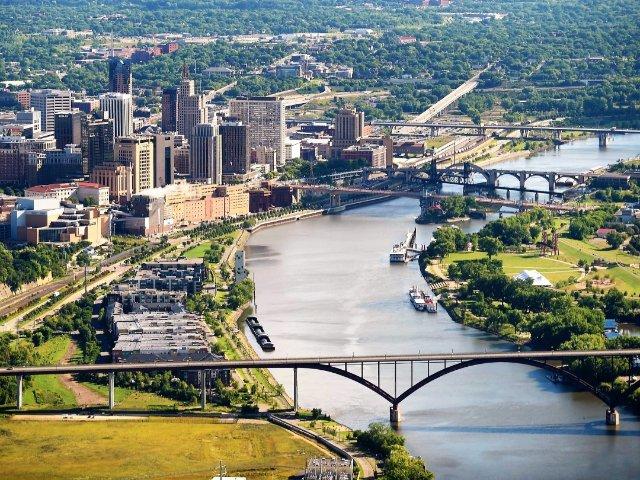 明尼阿波利斯Minneapolis...