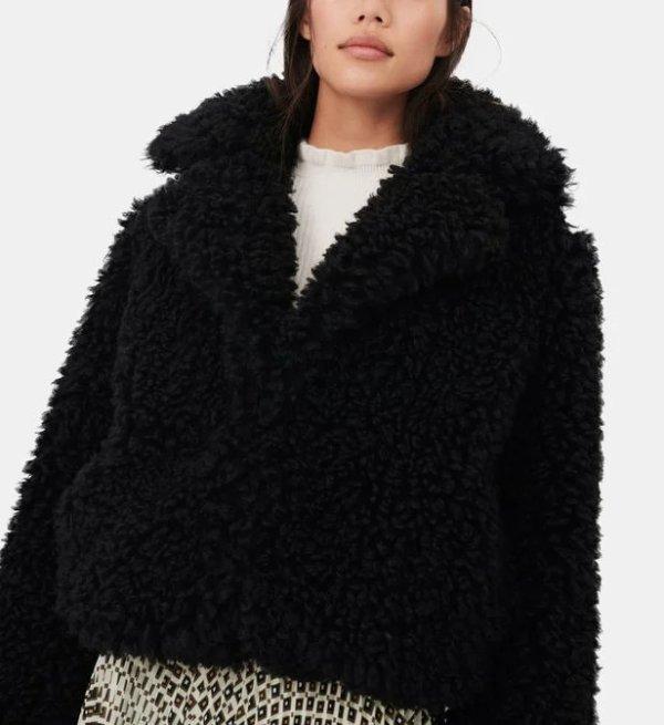 黑色毛绒外套