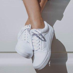6折起+变相7.5折小白鞋一双怎麼够 封面Vans折后$52、百搭白凉鞋$26