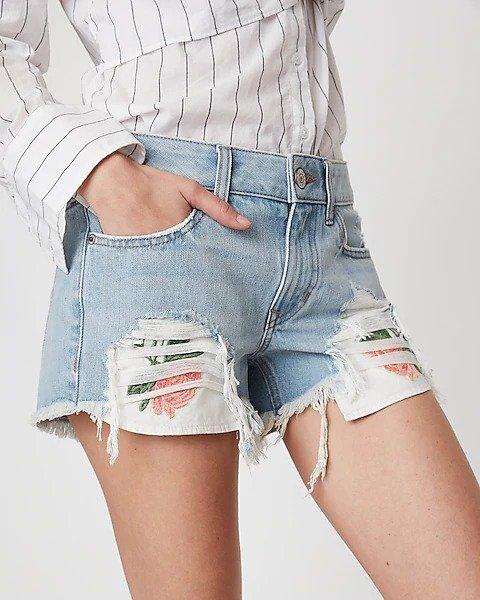 刺绣牛仔短裤
