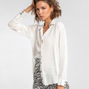 白色休闲衬衣