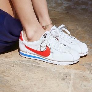 低至4折 运动鞋£27起 捡漏!折扣升级:Nike 白色专区 复古板鞋、大童款、双勾系列新年大促