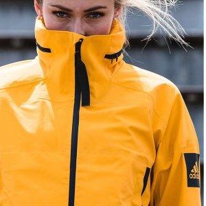 低至5折 £16收logo teeadidas夏日专区大促 收卫衣、运动内衣、leggings