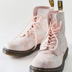 5.1折 $94.99收封面款夏日必败:Dr. Martens $94.99(原价$190)收1460玫瑰粉马丁靴