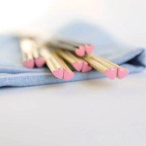 两色可选 6.8折 每双仅€1.58筷子都可以这么可爱?粉粉嫩嫩爱心筷子 吃个饭都是爱你的形状