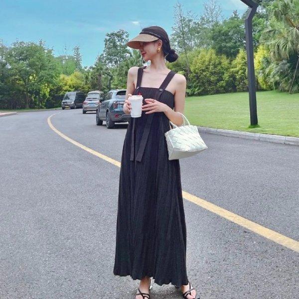 褶皱小黑裙