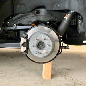 汽车轮毂防盗小指南一夜之间车轮被盗 这时候我们应该这么办