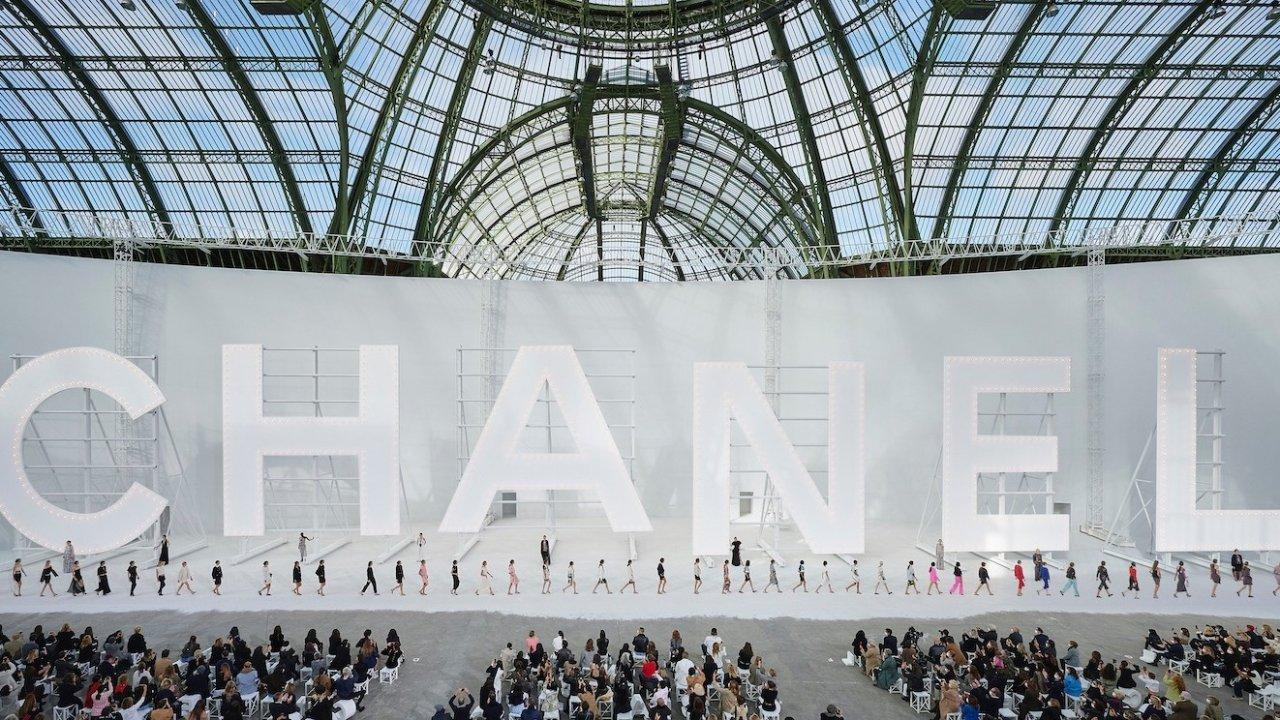 Chanel香奈儿新品推荐2021 | 香奈儿最新款成衣/包包手袋/首饰全盘点!